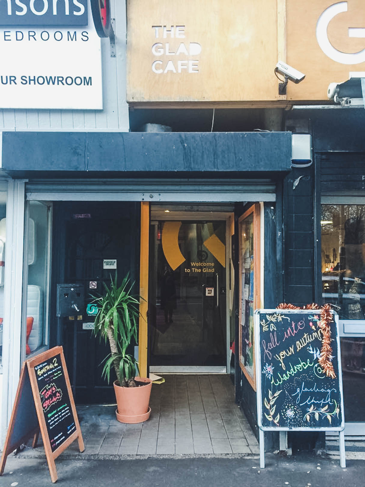 The Glad Cafe, Glasgow is a fully licensed cafe and venue in the Southside, offering a range of vegan dishes for breakfast, lunch and dinner. In the evenings the cafe turns into a popular bar which offers craft beers from Scotland and further afield.